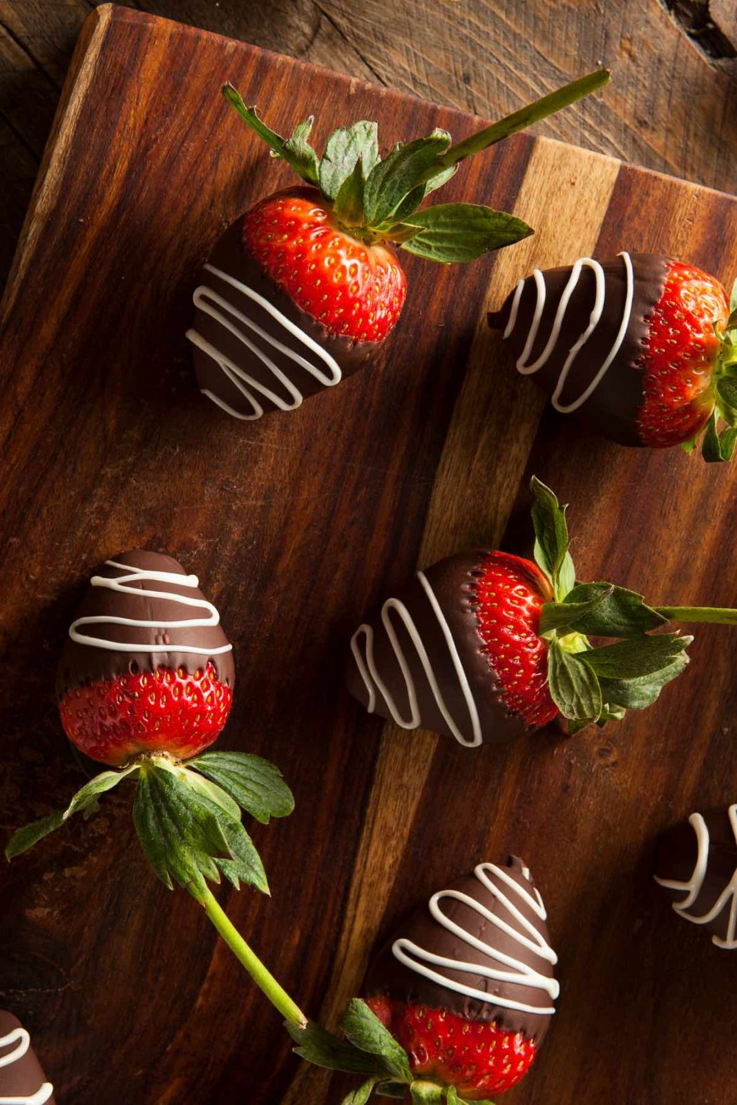 Chocolate Dipped Strawberries are an easy, delicious, beautiful treat that's great for valentine's gift or dessert. In addition to the regular strawberry shape, you can easily turn them into heart-shaped strawberries. Here is a step-by-step guide to how to make the best chocolate strawberries!